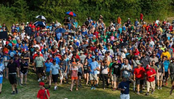 huge-crowd-at-pdga-event